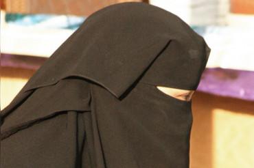 Women activists slams Google & Apple for hosting app to track Saudi women