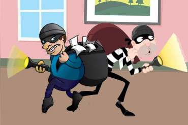 Robbers's fell off from bike; people grab looted money & flee