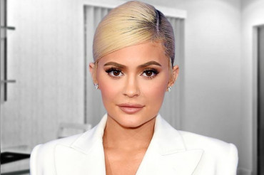 At 21, 'Kylie Jenner' becomes the youngest self-made billionaire, beating Zuckerberg