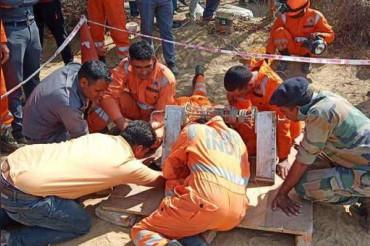 70 फीट गहरे बोरवेल में गिरे 18 महीने के बच्चे को सुरक्षित बचाया गया