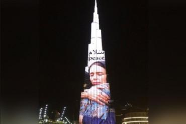 न्यूजीलैंड PM की तस्वीर बुर्ज खलीफा पर छाई, बाँटती दिखीं क्राइस्टचर्च के पीड़ितों का दर्द