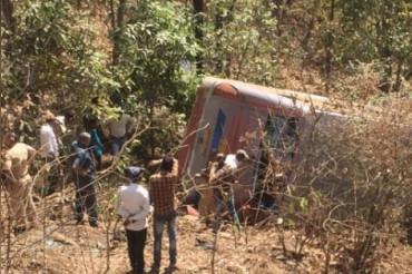 महाराष्ट्र बस दुर्घटना में हुई 6 लोगों की मौत, 45 की हालत गंभीर