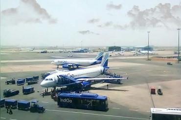 Delhi-bound man boards Bengaluru Indigo flight due to server glitch; Take-Off Aborted