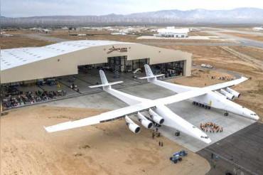 2 फुटबॉल ग्राउंड से भी बड़ा है 385 फीट चौड़ा Stratolaunch विमान; 305 Kmph. है स्पीड