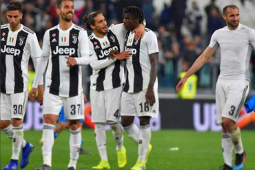 Juventus beat Fiorentina to win 8th consecutive Serie A title