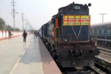 ममता को मोदी ने किया रिप्लेस, नई दिल्ली से इलाहाबाद के बीच नई ट्रेन की घोषणा