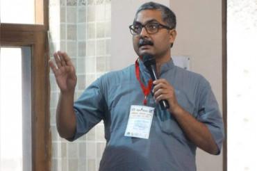राष्ट्रपिता को लेकर दिया विवादित बयान, निलंबित हुए बीजेपी नेता अनिल सौमित्र