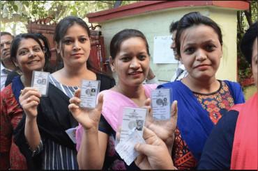 हिंसा की भेंट चढ़ गया बंगाल में अंतिम चरण का चुनाव, गाड़ियां फूकी और बम चले