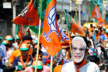अमेरिका में PM मोदी का समर्थक दिखा रहा सिनेमा हॉल बुक कर चुनाव के नतीजे