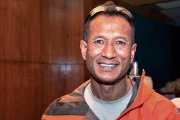 एचआईवी संक्रमित गोपाल श्रेष्ठ ने दुनिया की सबसे ऊंची चोटी माउंट एवरेस्ट को तराशा
