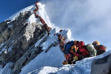 एवरेस्ट की चोटी पर लगे 'ट्रैफिक जाम' ने ले ली 2 और भारतीय पर्वतारोहियों की जान