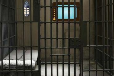 जेल में पुलिस और कैदियों के बीच झड़प में हुई 29 कैदियों की मौत और 19 जवान घायल