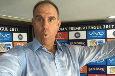 इस आस्ट्रेलियाई लिजेंड ने ग्लव्स विवाद में दिया धोनी का साथ, आईसीसी को सुनाई खरी-खोटी