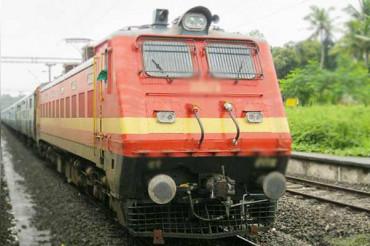 रेलवे ने ट्रेन में मसाज प्रस्ताव को वापस लिया, सुमित्रा ताई ने 'संस्कृति विरोधी' बताई ये सेवा