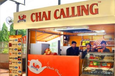 2 इंजीनियर दोस्तों ने बनाई Chai Calling, लोगों को चाय पिलाकर कमा रहे सालाना 2 करोड़