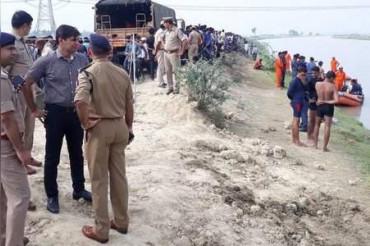 लखनऊ: पिकअप नहर में गिरी, 22 लोगों को बचाया, 7 बच्चे लापता