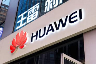 स्मार्टफोन में Google, Facebook के नाम नहीं करने पर Huawei देगा 100% रिफंड