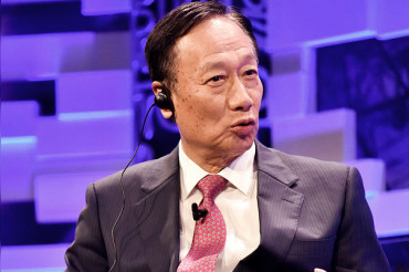Foxconn Founder Urges Apple to Invest in Taiwan & Move Production from China to Taiwan