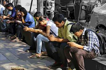 मोबाइल का ज्यादा इस्तेमाल करने वाले युवाओं के सिर पर निकल रही है 'सींग': रिसर्च