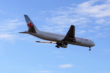 A Woman fell asleep on Air Canada flight, woke up, entirely alone, locked in the plane!